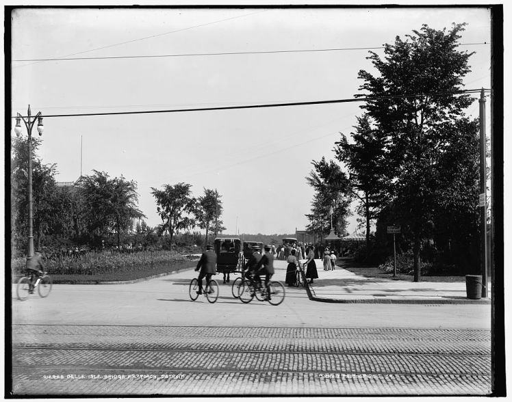 Cycling in Detroit at approach to Belle Isle Bridge, c. 1890-1901 photo by Detroit Publishing Company.