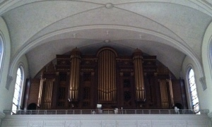 Check out this gorgeous organ!