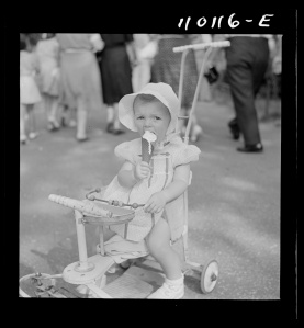 July 1942 photo of girl eating ice cream at Detroit Zoo. Photo by Arthur S. Siegel. Library of Congress